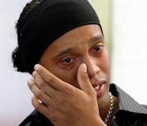 Investigan a Ronaldinho por posibles vínculos con el narco