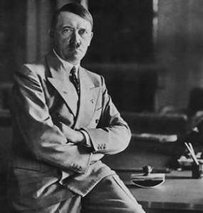 Adolfo Hitler tenía un sólo testículo