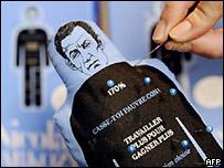 Autorizado picar al muñeco de Sarkozy