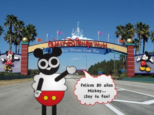 Holly Sheep festejando a Mickey Mouse