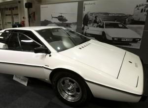 Subastan en 131,600 euros el Lotus de James Bond