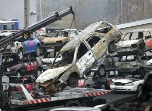Más de mil autos quemados en Francia en la Nochevieja ¿tradición o bandalismo?
