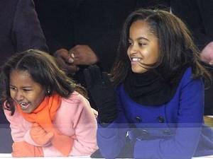 Salen a venta dos muñecas con los nombres de las hijas de Obama