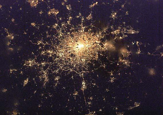 Ciudades como joyas brillantes vistas desde el espacio