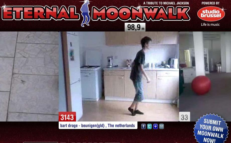 Caminata Lunar Eternal Moonwalk tributo a Jacko
