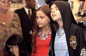 Los hijos de Michael Jackson se quedan legalmente con su abuela