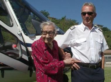 A sus 106 años viajó en helicóptero