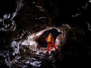 Descubren la caverna más grande del mundo en Rapa Nui
