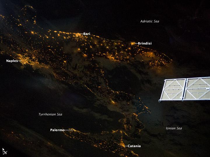 Italia de Noche - NASA