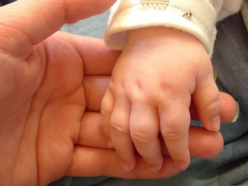 manos-de-bebé-10fondos